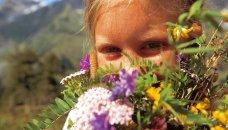Oostenrijk, Salzburgerland - meisje met bloemen