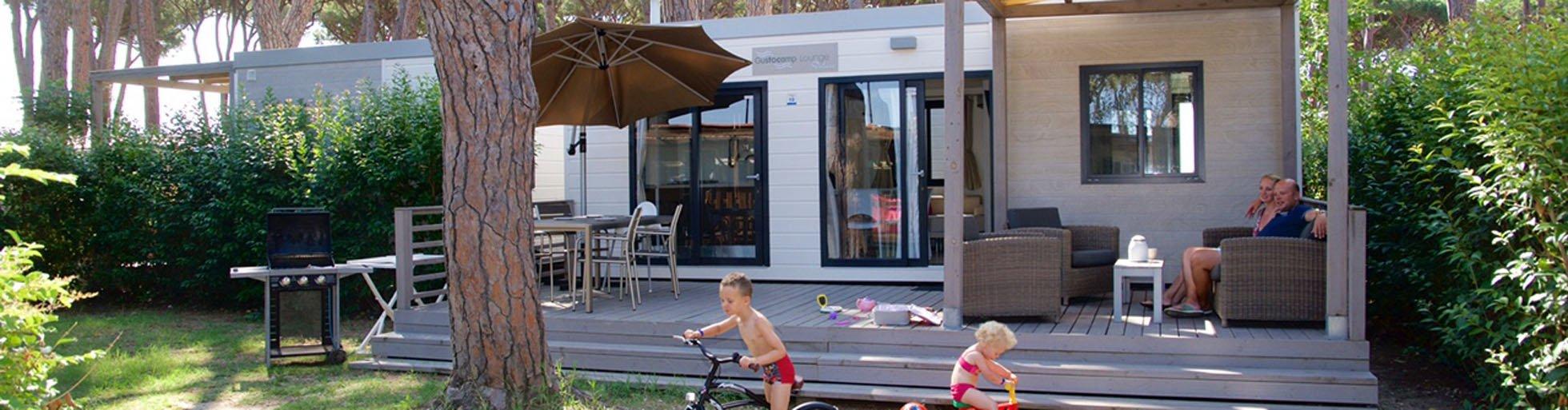 Banner stacaravan Lounge Deluxe